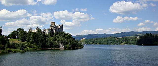 castle-1165358_640