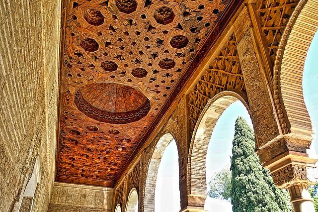 alhambra-1437189_640